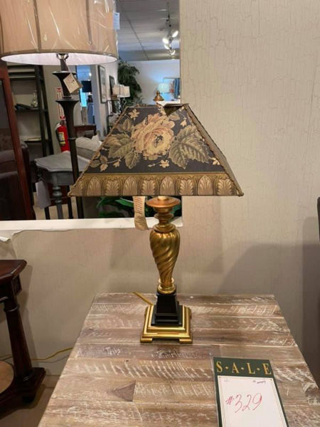 Picture of FLORAL SHADE LAMP